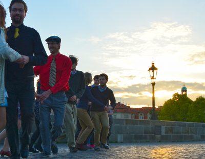 2014 První Ospalá tančírna, Karlův most 5.30 ráno